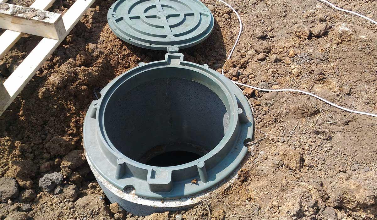 Как сделать бетонную выгребную яму в частном доме своими руками